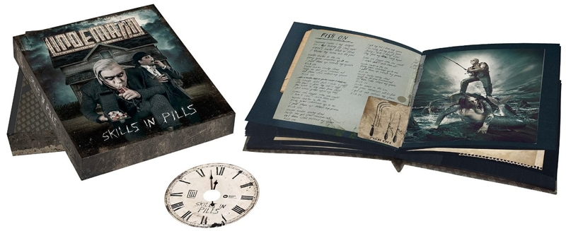 Lindemann: Skills In Pills – Super Deluxe (CD) EditionИздание Lindemann. Skills In Pills. Super Deluxe Edition включает большую книгу в твердом переплете, 80-страниц, ламинированный ящик с отдельной съемной крышкой и CD с бонус-треком «Thats My Heart».<br>
