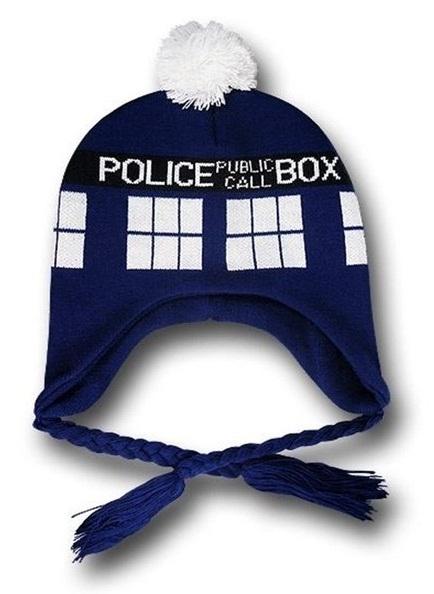Шапка Doctor Who. С завязками (синяя)Представляем вашему вниманию шапку Doctor Who. С завязками, созданную по мотивам культового британского научно-фантастического телесериала «Доктор Кто», который рассказывает о приключениях мистического инопланетянина-гуманоида называющего себя Доктор.<br>