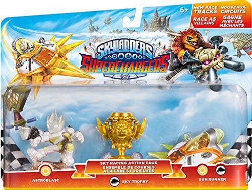 Skylanders SuperChargers. Набор для гонок из трех фигурок (стихия Light)Skylanders SuperChargers. Набор для гонок из трех фигурок включает в себя персонажа Astroblast и его машину Sun Runner, а также Небесный трофей, с помощью которого  разблокировать дополнительные гоночные трассы.<br>