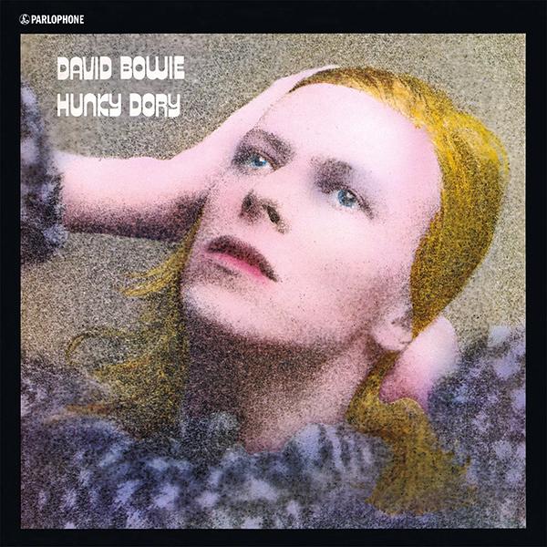 David Bowie. Hunky Dory  (LP)Представляем вашему вниманию изданный на виниле альбом David Bowie. Hunky Dory – четвёртый студийный альбом британского рок-музыканта Дэвида Боуи, изданный в 1971 году. Редактор Allmusic Стивен Томас Эрлвайн описал «Hunky Dory», как «калейдоскопическое множество поп-стилей, связанных только смыслом видения Боуи: широкой, кинематографической смесью высокого и низкого искусства, неоднозначной сексуальности, китча, и класса»<br>