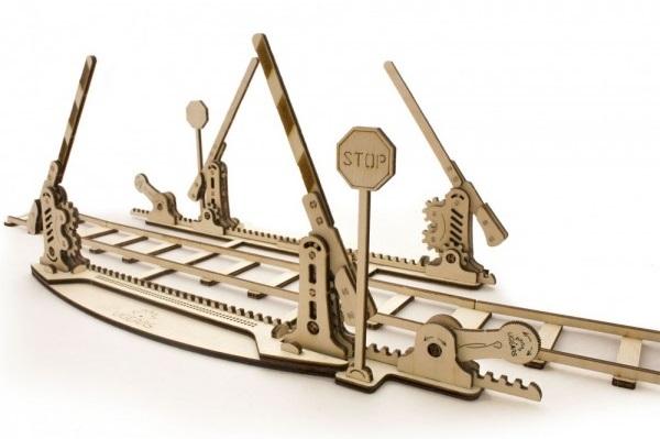 Конструктор 3D-пазл Ugears. Переезд с рельсамиПредставляем вашему вниманию конструктор 3D-пазл Ugears. Переезд с рельсами, который позволит создать у вас на столе целую железнодорожную инфраструктуру.<br>