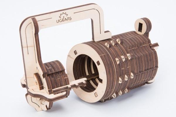 Конструктор 3D-пазл Ugears. ЗамокПредставляем вашему вниманию конструктор 3D-пазл Ugears. Замок, который состоит из 34 деталей и только на первый взгляд может показаться простой и незатейливой игрушкой.<br>