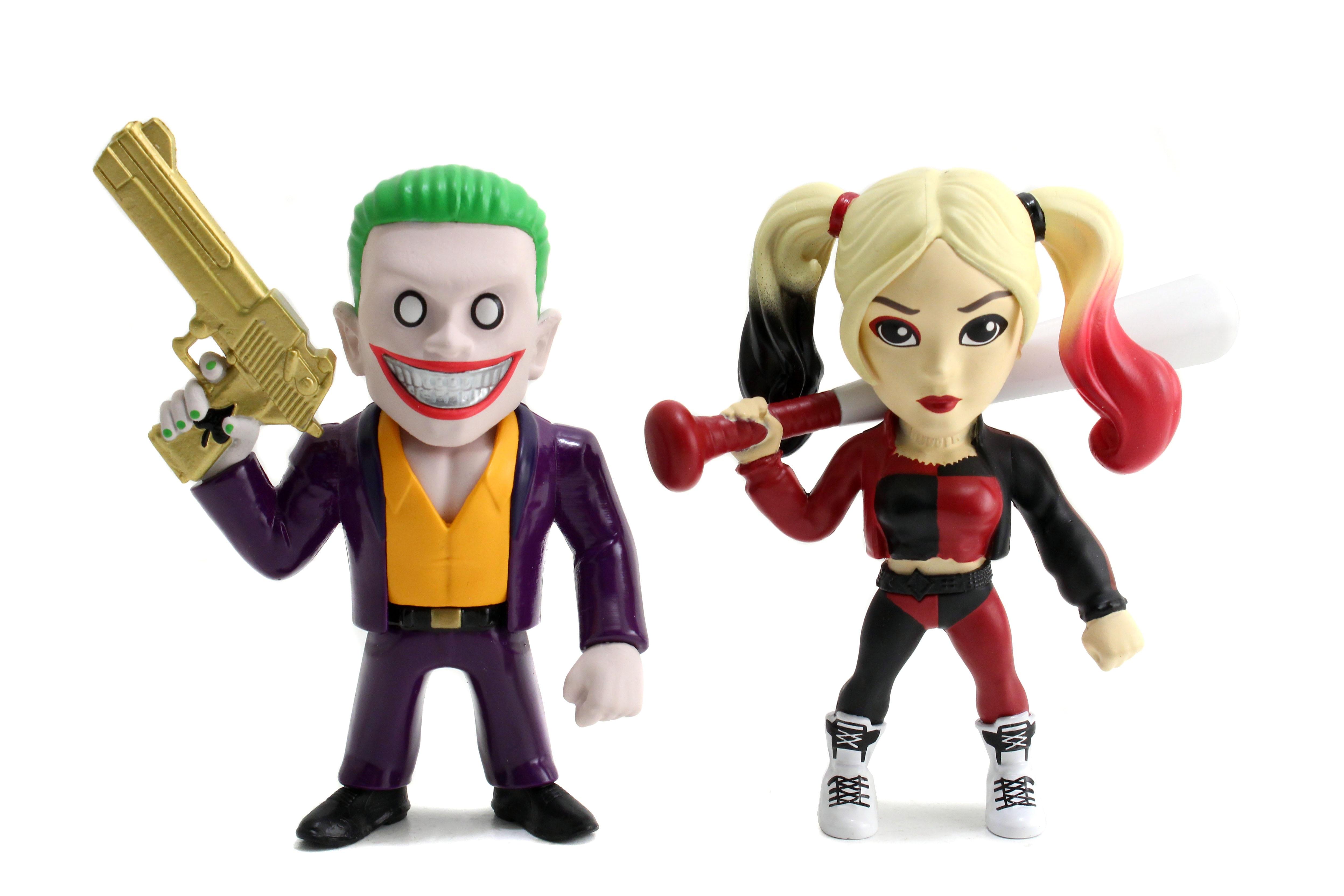 Набор коллекционных металлических фигурок DC Comics: Джокер и Харли Квинн – Отряд Самоубийц – Suicide Squad Joker Boss и Harley Quinn (10 см)Представляем вашему вниманию набор металлических фигурок Джокер и Харли Квинн Отряд Самоубийц Suicide Squad Joker Boss и Harley Quinn, созданный по мотивам супергеройского боевика режиссёра Дэвида Эйера, который является экранизацией одноимённых комиксов издательства DC Comics.<br>