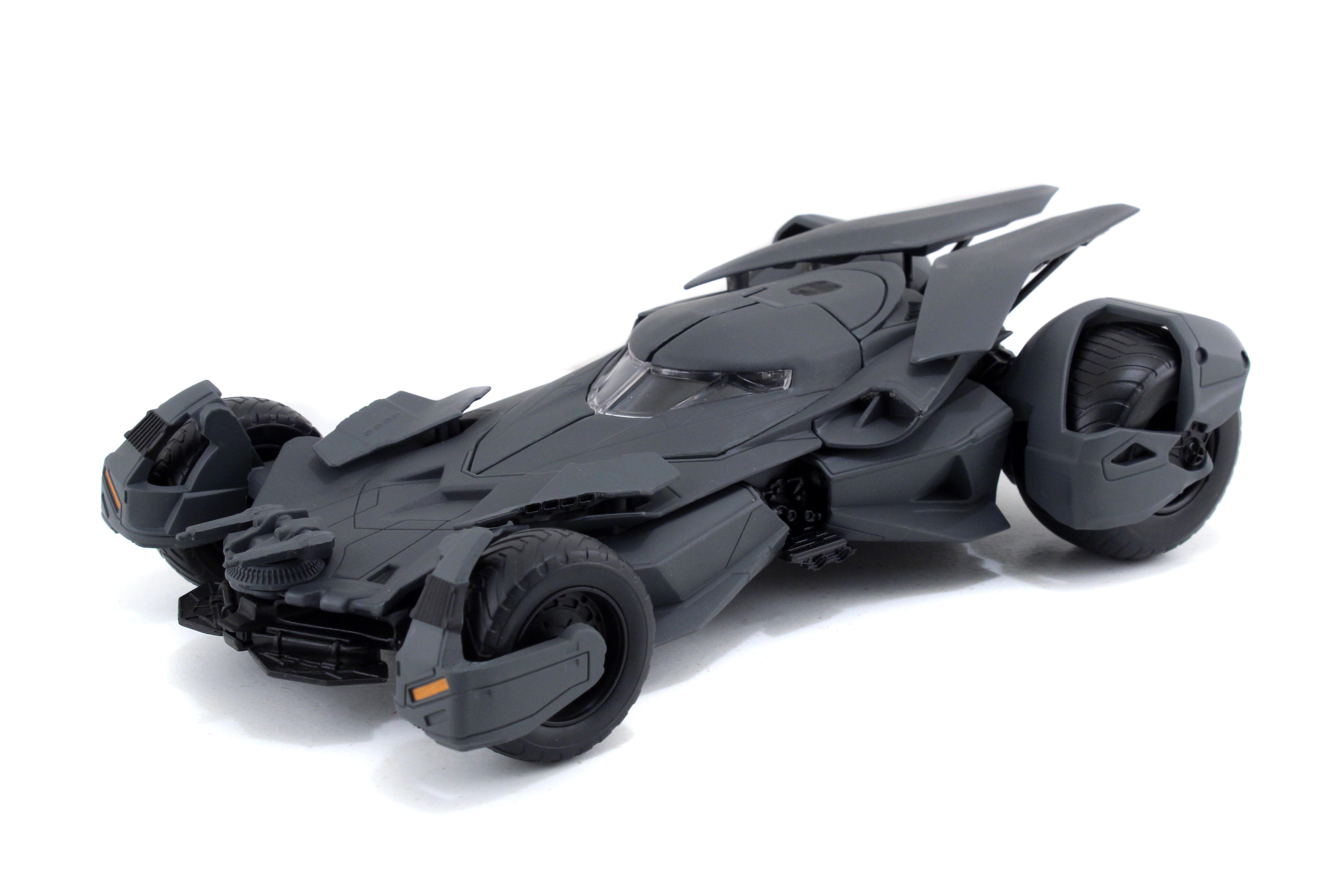 Коллекционная металлическая модель DC Comics: Бэтмобиль – Бэтмен против Супермена: На заре справедливости – Batman v Superman: Dawn of Justice Batmobile Model Kit Grey (1:24)Представляем вашему вниманию коллекционную металлическую модель Бэтмобиль: Бэтмен против Супермена: На заре справедливости – Batman v Superman: Dawn of Justice Batmobile Model Kit Grey, созданную по мотивам, созданную по мотивам фильма Зака Снайдера «Бэтмен против Супермена: На заре справедливости», который является экранизацией одноимённых комиксов издательства DC Comics.<br>