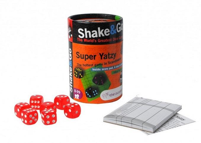 Настольная игра в кости Супер ЯтцыВ игру Супер Ятцы можно играть как одному, так и с компанией. Целью игры является набрать наибольшее количество очков и «закрыть» все категории указанные в листке для записи результатов.<br>