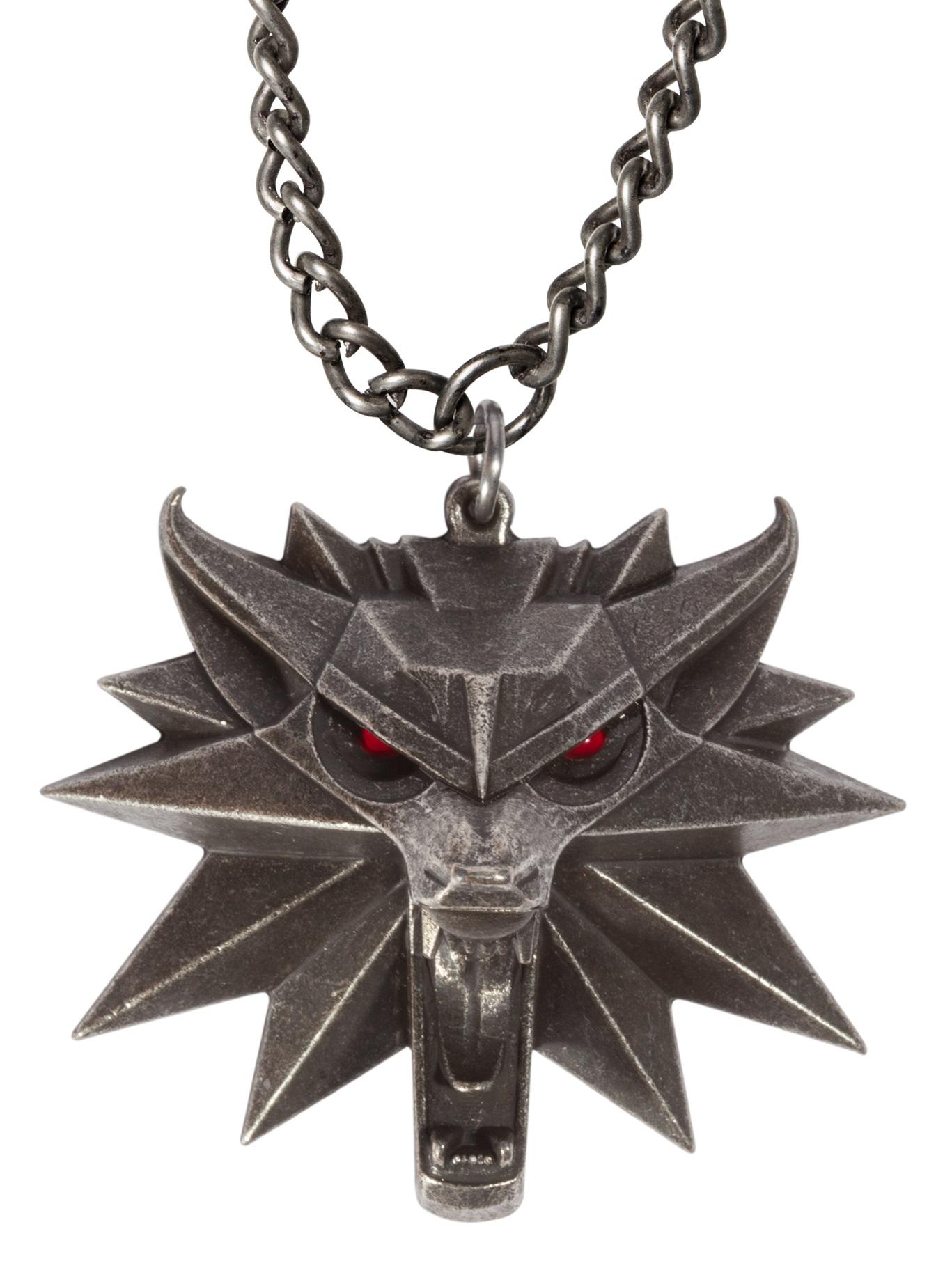Кулон The Witcher 3: Wild Hunt Medallion With LED EyesКулон The Witcher 3: Wild Hunt Medallion With LED Eyes создан по мотивам популярной компьютерной игры «Ведьмак 3: Дикая Охота» и выполнен в виде медальона Ведьмака.<br>