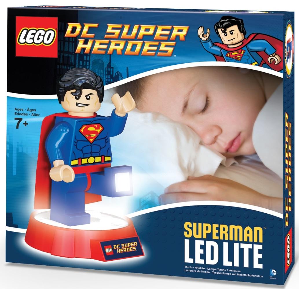 Фонарь LEGO DC Super Heroes: SupermanИнтересный и необычный фонарик-ночник серии DC Super Heroes выполнен в лучших традициях LEGO и поражает своей проработанностью. Он крепится к удобной подставке и выполняет множество полезных функций.<br>