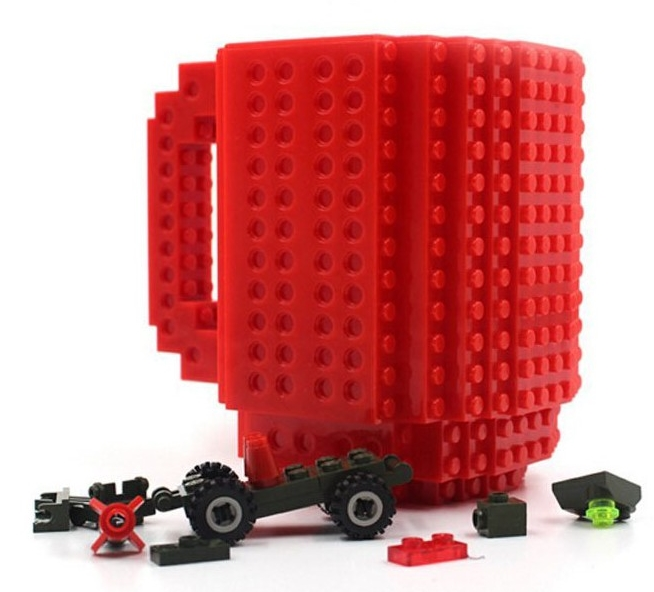 Кружка Build-On Brick (красная) (350 мл)Красная кружка Build-On Brick создана для всех фанатов конструкторов, ведь она как будто собрана из конструктора!<br>
