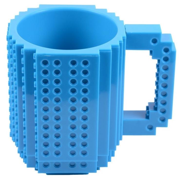 Кружка Build-On Brick (синяя) (350 мл)Синяя кружка Build-On Brick создана для всех фанатов конструкторов, ведь она как будто собрана из конструктора!<br>