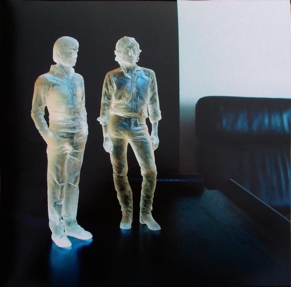 AIR – Pocket Symphony (2 LP)Pocket Symphony – грандиозный пятый полноформатный альбом французкого дуэта AIR, выпущенный в марте 2007, Pocket Symphony, произвел настоящий фурор.<br>