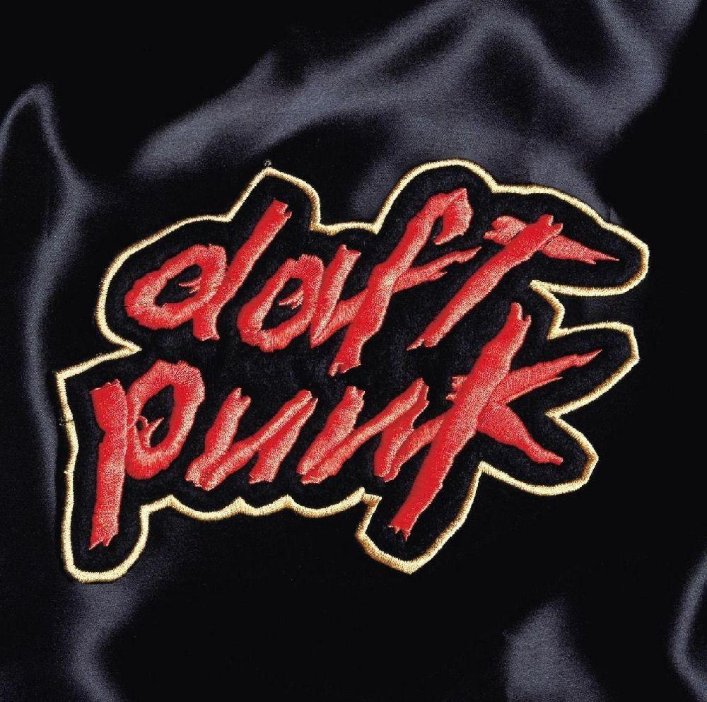 Daft Punk – Homework (2 LP)В 1997 году вышел дебютный альбом Homework от французского электронного дуэта Daft Punk. Пластинка получилась просто шикарной – мало того, что она подогрела интерес слушателей к французскому хаусу, так еще и оказала серьезное влияние на прочих музыкантов, играющих в этом же стиле.<br>