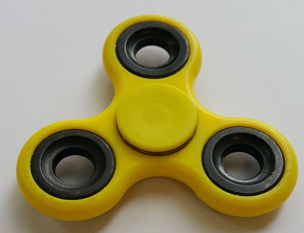 Спиннер пластиковый – металлический подшипник (желтый) спиннер алюминиевый – металлический подшипник черный