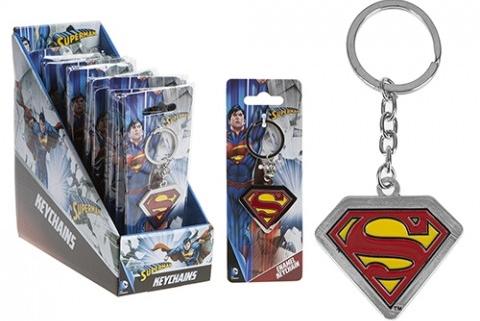 Металлический брелок DC: SupermanМеталлический брелок DC: Superman, созданный по мотивам вселенной CD, воплощает собой одного из самых известных супергероев – Супермена.<br>