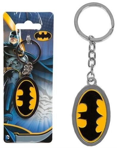 Металлический брелок DC: BatmanМеталлический брелок DC: Batman, созданный по мотивам вселенной CD, воплощает собой одного из самых известных супергероев – Бэтмена.<br>