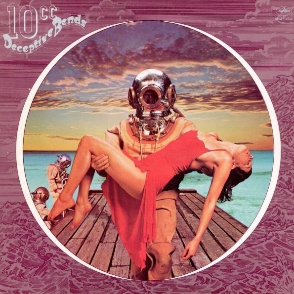 10cc – Deceptive Bends (LP)Deceptive Bends – пятый студийный альбом группы 10cc, вышедший в 1977 году, и первый, выпущенный группой после ухода двух основателей, Кевина Годли и Лола Крима.<br>