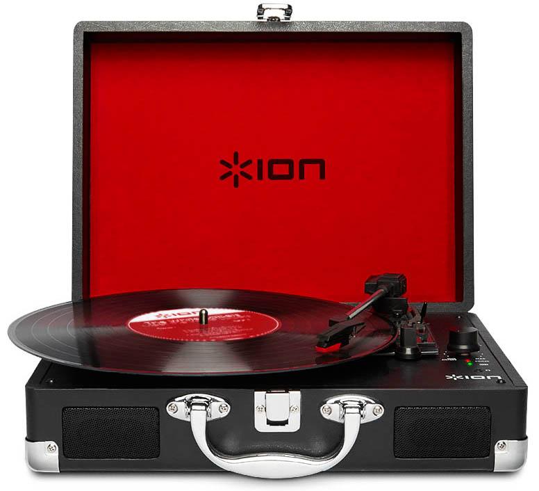 Виниловый проигрыватель ION Audio Vinyl MotionION Audio Vinyl Motion &amp;ndash; элегантный и функциональный виниловый проигрыватель, радующий глаз стильным ретро-образом и при этом изобилующий возможностями, которые так высоко ценят настоящие меломаны. Выполненный в классическом стиле виниловых проигрывателей 1950-х годов, Vinyl Motion обладает функцией оцифровки, встроенными динамиками и надежными аккумуляторами, обеспечивающими работу устройства без подзарядки в течение четырех часов.<br>