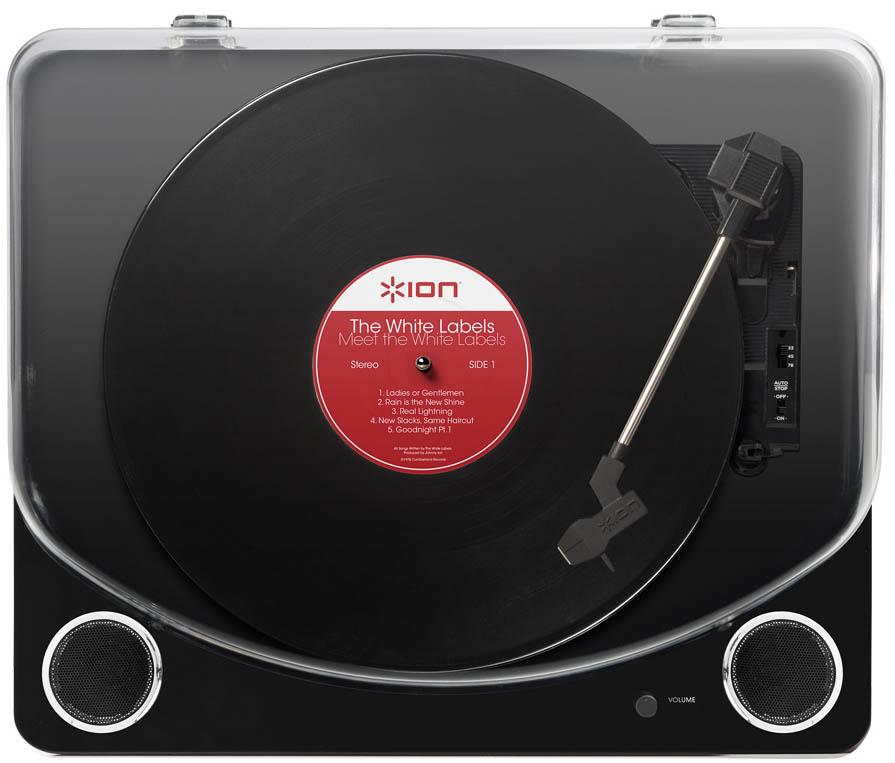 Виниловый проигрыватель ION Audio Max LP BlackION Audio Max LP сочетает в себе классику и высочайшие требования к звучанию музыки, воспроизводит чистейший звук без посторонних шумов и искажений. ION Max LP бережно и легко проигрывает и оцифровывает последние релизы, любимые мелодии, коллекционные пластинки, довоенные и даже дореволюционные диски.<br>