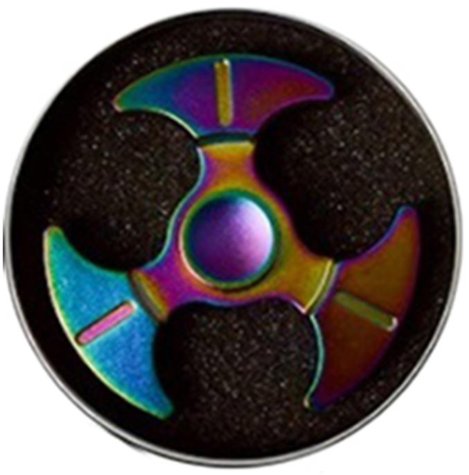 Спиннер металлический: Перламутровый (1 подшипник)Металлический спиннер перламутрового цвета от Spin Kings – это классная игрушка, которую просто крутят в руках. Функционал ее весьма небольшой, но удовольствие которое она дает – безгранично. Ее можно крутить в руке, крутить в кармане, в метро, в пробке, в очереди…<br>