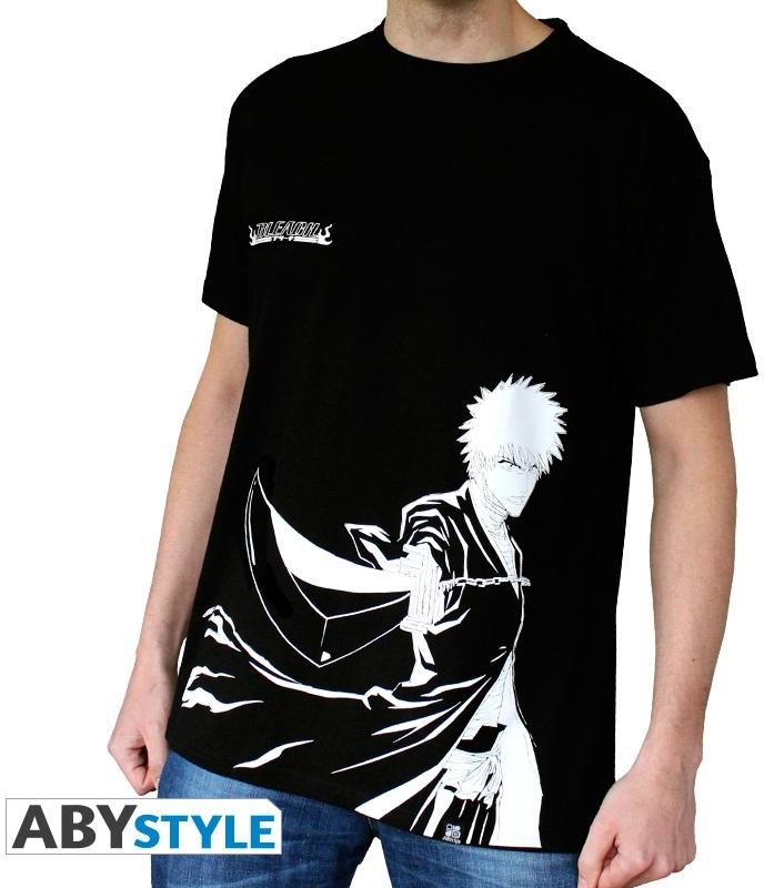 Футболка Bleach: Ichigo N&amp;B (черная) (S)На футболке Bleach: Ichigo N&amp;amp;B черного цвета размера S изображен Инчиго Куросаки из манги «Блич».<br>