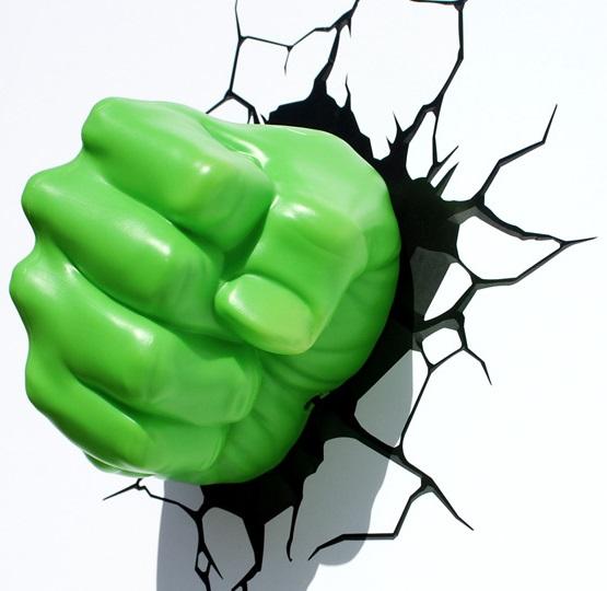 3D-Светильник Hulk FistБудьте оригинальны в выборе подарка! Если вы хотите преподнести нечто неординарное, то обратите внимание на 3D светильник от 3DLightFX, выполненный в виде кулака супергероя Халка, который буквально въехал в стену, оставив на ней трещины.<br>