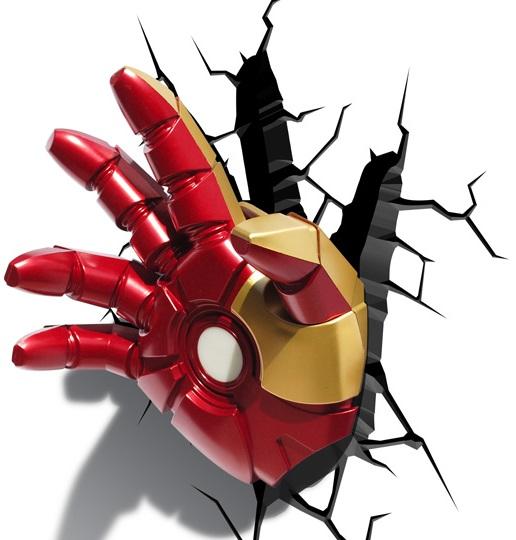 3D-Светильник Classic Iron Man HandБудьте оригинальны в выборе подарка! Если вы хотите преподнести нечто неординарное, то обратите внимание на 3D светильник от 3DLightFX, выполненный в виде руки супергероя Железного Человека, которая буквально въехала в стену, оставив на ней трещины.<br>