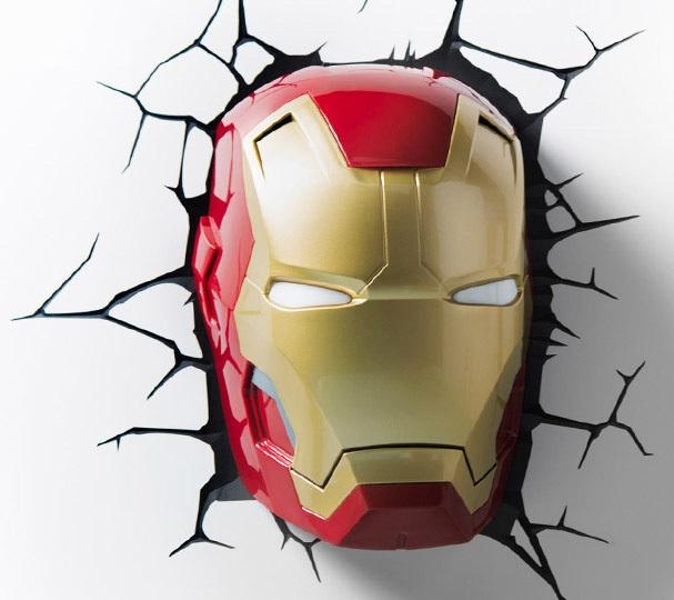 3D-Светильник Classic Iron Man MaskБудьте оригинальны в выборе подарка! Если вы хотите преподнести нечто неординарное, то обратите внимание на 3D светильник от 3DLightFX, выполненный в виде маски супергероя Железного Человека, которая буквально въехала в стену, оставив на ней трещины.<br>