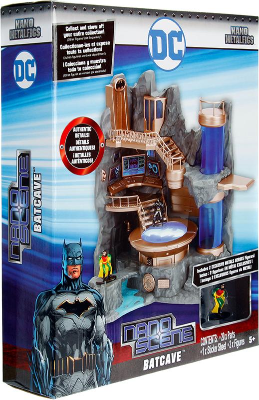 Набор фигурок + подиум DC Comics Collectors EnviromentПредставляем подиум DC Comics Collectors Enviroment в виде бэт-пещеры. Он поставляется с эксклюзивными фигурами Бэтмена и Робин.<br>