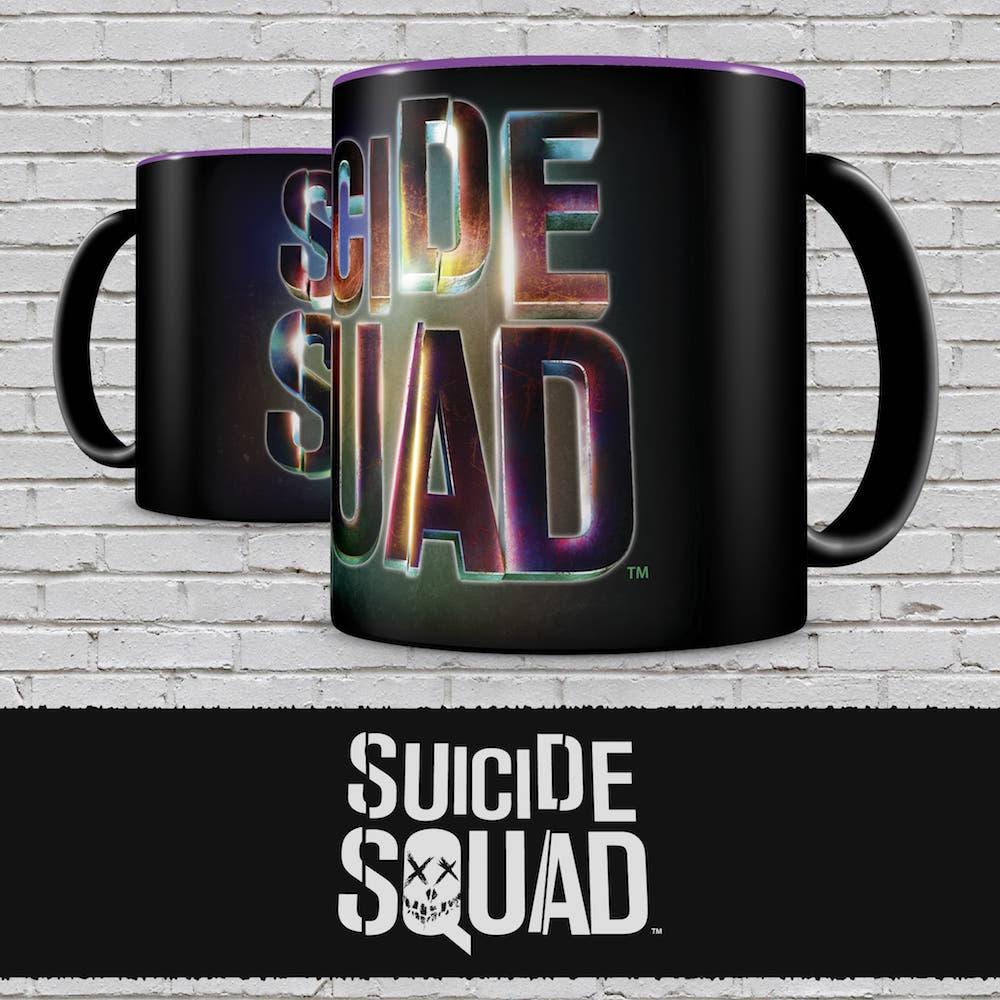 Кружка Отряд самоубийц (черная)Кружка Отряд самоубийц создана по мотивам супергеройского боевика режиссёра Дэвида Эйера, который является экранизацией одноимённых комиксов издательства DC.<br>