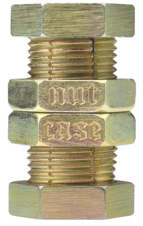 Головоломка NutCaseУ головоломки NutCase (Гайка) двойная задача. Первая – удалить маленькую гайку, разбирая болты с гайками из литого металла. Вторая – энтузиасты головоломок из литого металла, так называемые «nutcases».<br>