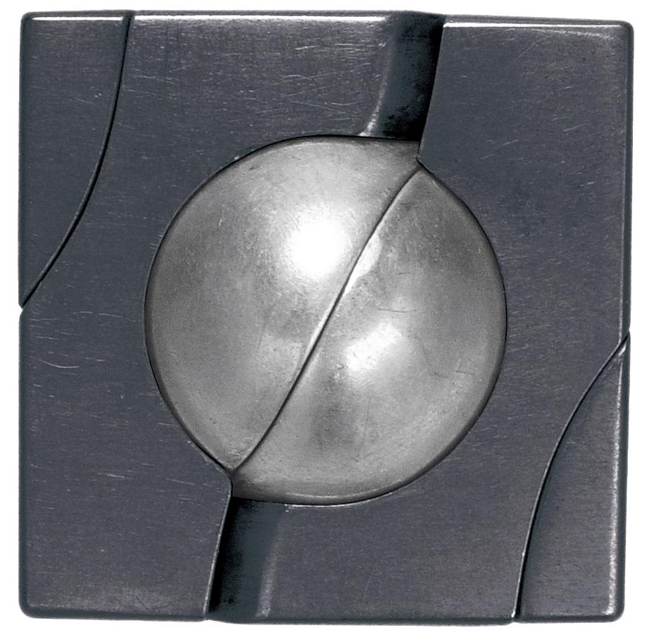 Головоломка MarbleБлагодаря красивым формам головоломку Marble (Мрамор) можно принять за ювелирное украшение. На поверхности заметны странные углубления, на самом деле это шар-головоломка, состоящая из 4 элементов.<br>