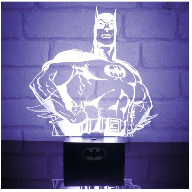 Настольная лампа Batman Hero: BatmanНастольная лампа Batman Hero: Batman создана по мотивам серии комиксов и фильмов вселенной DC об одном из самых популярных супергероев – Бэтмене.<br>