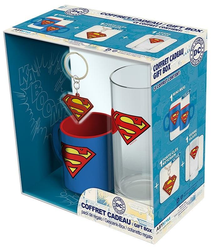 Подарочный набор Superman (кружка, стакан, брелок)Подарочный набор Superman создан по мотивам серии комиксов и фильмов вселенной DC об одном из самых популярных супергероев – Супермене.<br>