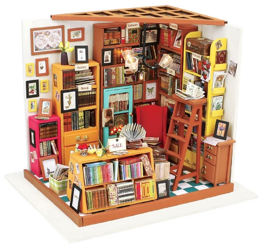 Конструктор Интерьер в миниатюре: БиблиотекаКонструктор Интерьер в миниатюре: Библиотека – это уникальная возможность собрать собственную неповторимую миниатюрную модель интерьера в 3D формате. А еще – классно и познавательно провести время в кругу близких людей! Когда работа будет закончена, и готовая «кукольная комнатка» с включенной подсветкой будет стоять перед вами, захочется в прямом смысле этого слова попасть вовнутрь. Настолько в ней все идеально и продумано до деталей!<br>