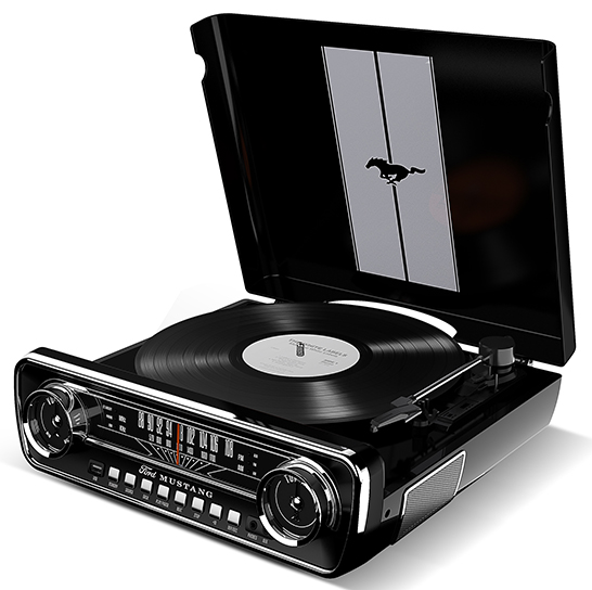 Виниловый проигрыватель ION Mustang LP с радиоВот он &amp;ndash; захватывающий способ насладиться вашей любимой музыкой. Mustang LP &amp;ndash; сочетает в себе 4 функции в 1 устройстве: проигрыватель винила, AM/FM радио, внешние динамики, AUX и USB разъемы.<br>