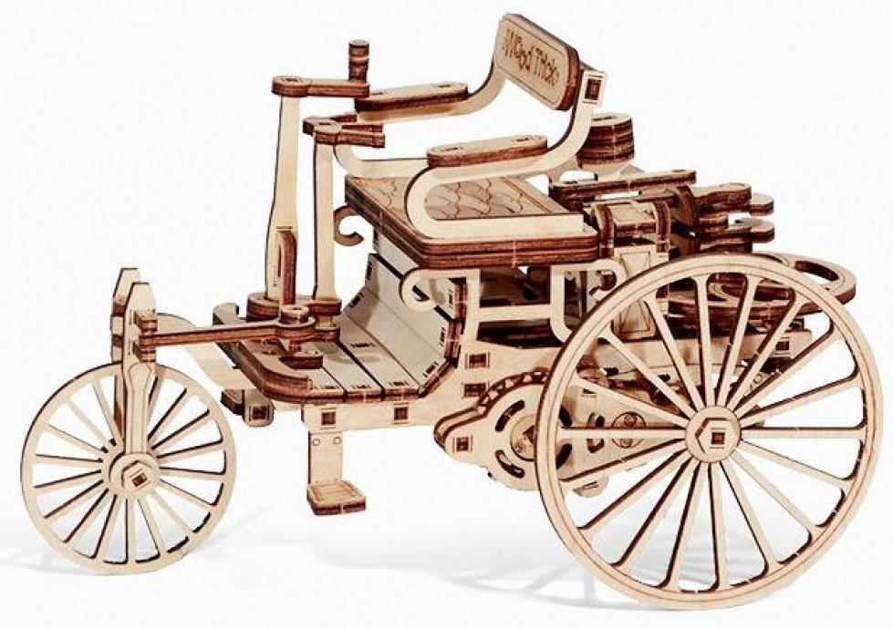 Конструктор деревянный Первый автомобильНабор Первый автомобиль состоит из 154 деталей, однако с его сборкой справится как взрослый, так и ребенок, тем более, что к набору прилагается простая и понятная инструкция. Внимательно ознакомьтесь с инструкцией по сборке, и вы сможете легко собрать собственную модель Первого автомобиля!<br>