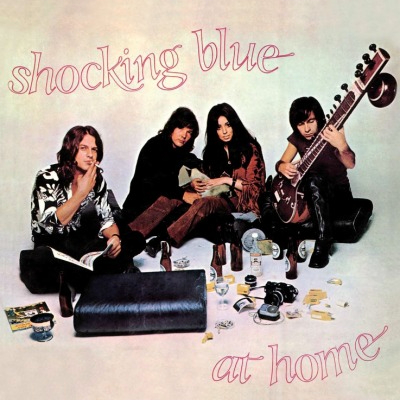 Shocking Blue. At Home (LP)Альбом Shocking Blue. At Home включает известные хиты популярной голландской группы, которые прокатились по всему миру и востребованы до сих пор.<br>