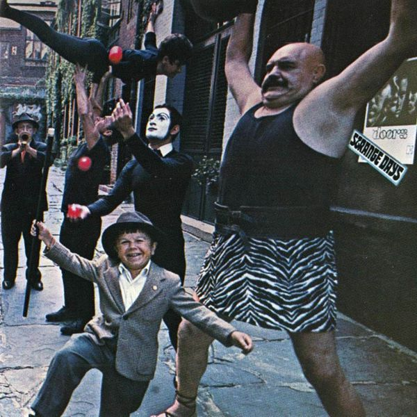 The Doors. Strange Days (Original Recording Remastered) (LP)Strange Days &amp;ndash; второй альбом Американских мэтров психоделического рока The Doors добрался до третьей строчки чарта Billboard 200.<br>