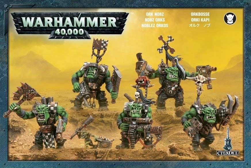 Набор миниатюр Warhammer 40,000. Ork NobzВ наборе миниатюр Warhammer 40,000. Ork Nobz пять пластиковых миниатюр нобов, в том числе 10 разных голов и по 5 вариантов половинок туловища.<br>