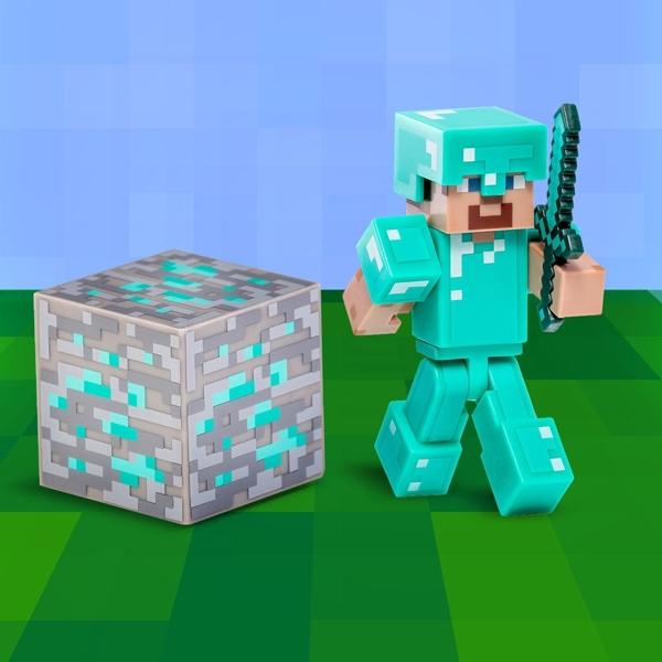 Фигурка Minecraft Steve with Diamond Armor с аксессуарами (6 см)