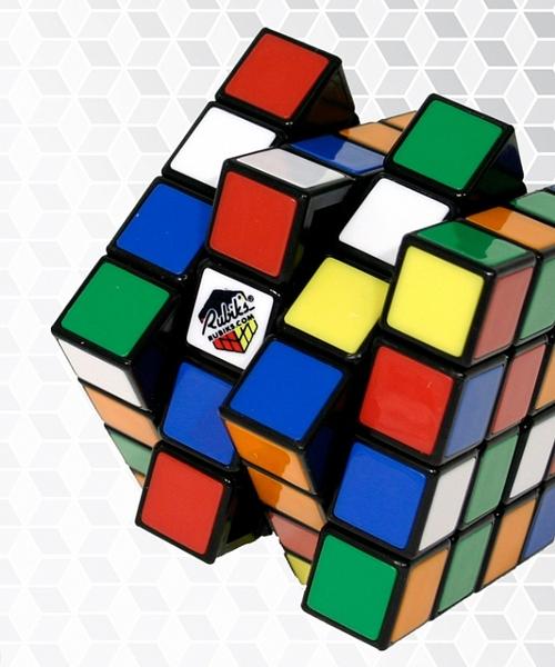 Кубик Рубика 4х4Кубик Рубика 4х4 &amp;ndash; это усложненная версия классического кубика-рубика 3х3. Здесь 16 клеток на стороне и совсем другие алгоритмы сборки.<br>